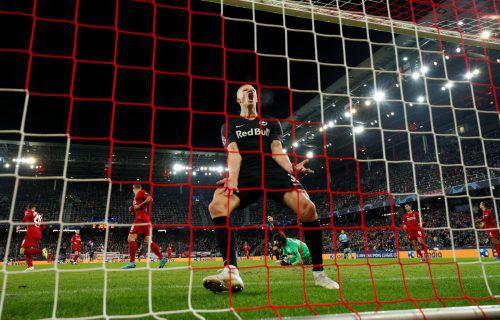 Es sollte nicht sein: Erling Braut Haaland kann es nicht fassen, doch dieses Mal blieb der Salzburg-Stürmer gegen Liverpool ohne Torerfolg.Reuters/apa