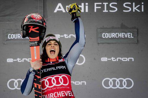 Federica Brignone jubelt über ihren elften Erfolg im Ski-Weltcup, es war der siebte in einem Riesentorlauf.apa