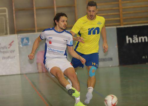 Feldkirchs Jonas Stieger und Aleksandar Djordjevic (FC Wolfurt) dürfen sich über den Einzug ins Halbfinale freuen.luggi knobel