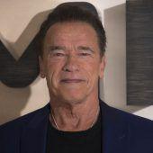 Arnie schenkt gerne