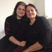 Neues Medikament rettete Zehra Surul das Leben. Tochter Sidikan ist glücklich. F7