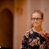 Großer Auftritt für junge Musikerin. D4