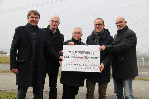 Fünf Bürgermeister gingen in Vertretung ihrer Kollegen aus der Region vor die Presse, um den gemeinsamen Kampf gegen die Mautbefreiung zu betonen.  VOL.at/Mayer