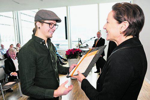 Gesundheitslandesrätin Martina Rüscher überreichte die Diplome.