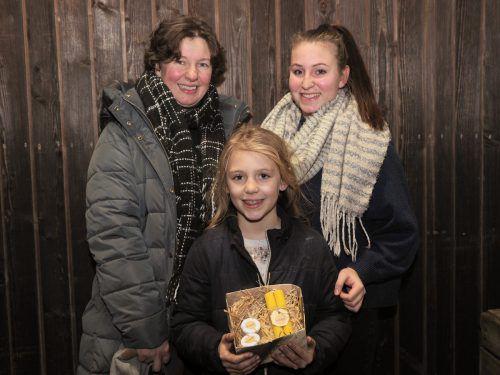Gudrun Sturn mit Tochter Mathilda und Annika Ebenhoch.
