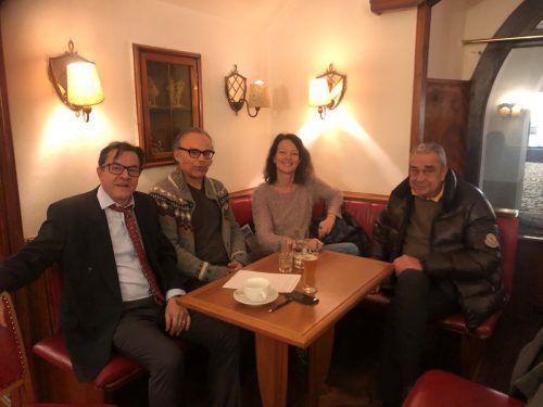 Hans-Christian Obernberger, Werner Miller und Andrea Petermann (v.l.) kämpfen, dass nach dem Ausstieg Klaus Feursteins (r.) Café und Club erhalten bleiben. VN