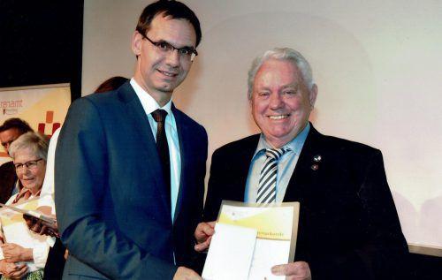 Hans Günther Lutz freute sich über die Auszeichnung für sein Engagement. vlk