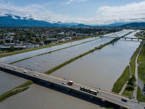 Hochwasser am Rhein. Das kam in den vergangenen Jahren häufiger vor. Rhesi soll die Gefahr reduzieren.VN/Steurer