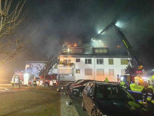 Der Brand führte zu einem Großeinsatz der Feuerwehren. FW Tosters