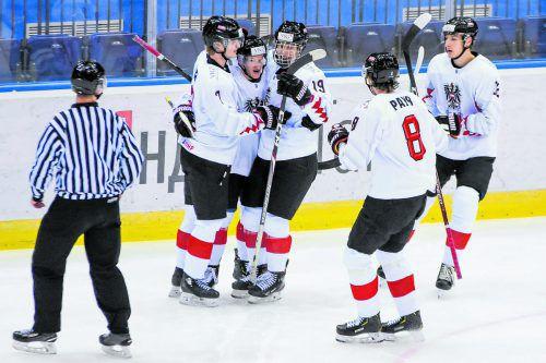 Julian Payr und seine Nationalteamkollegen jubeln über den Ausgleich zum 1:1 gegen Lettland.öehv