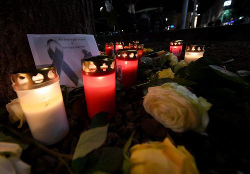 Kerzen und Blumen im Andenken an den getöteten 49-Jährigen. apa