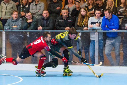 Kilian Hagspiel (r.) erzielte sechs Sekunden vor dem Ende den verdienten 4:3-Siegtreffer des RHC Dornbirn in Lyon.VN/STiplovsek