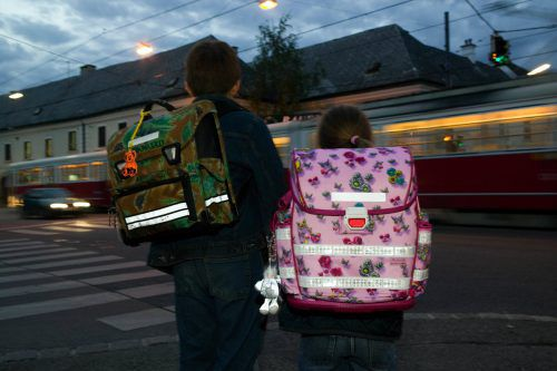 """Kinder haben immer Vorrang, auch auf dem sogenannten """"unsichtbaren Schutzweg"""", der nicht gekennzeichnet ist. KfV"""