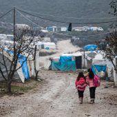 235.000 Menschen nach massiven Luftangriffen auf der Flucht