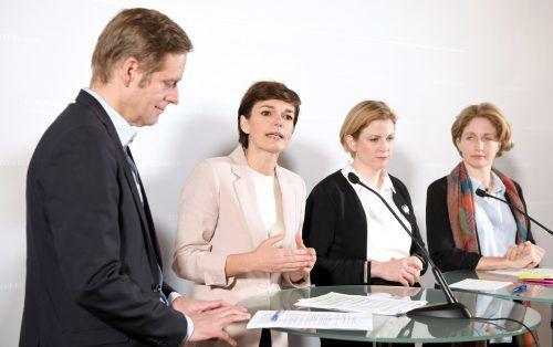 Krainer, Rendi-Wagner, Meinl-Reisinger und Krisper präsentierten am Mittwoch die Inhalte des geplanten Ibiza-U-Ausschusses (v.l.).APA