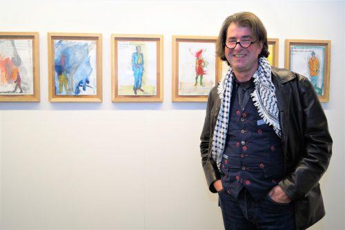 Künstler Harald Gfader und seine gesammelten skurrilen Antwortschreiben auf seine Anträge, Bewerbungen und Einreichungen für Ausschreibungen und Wettbewerbe.yas