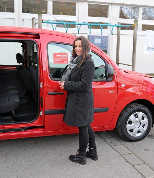 Manuela Schallert informiert in Kennelbach über Carsharing. ajk