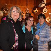 """<p class=""""caption"""">Mirjam, Karin und Susanne genossen das vorweihnachtliche Ambiente am Götzner Weihnachtsmarkt.</p>"""