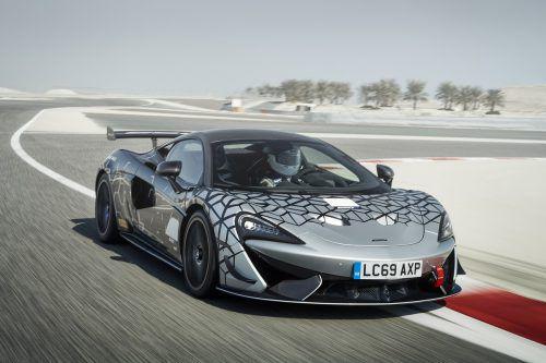 Mit dem 620R wird McLaren Anfang 2020 eine auf 350 Exemplare limitierte Kleinserie eines straßenzugelassenen Modells mit Rennstreckenoptimierung auflegen. Trotz der DNA für den Track-Einsatz soll das Fahrzeug auch im Alltag fahrbar sein. Mit 620 PS beschleunigt der Sportler in 2,9 Sekunden auf Tempo 100 und erreicht eine Spitze von 322 km/h.