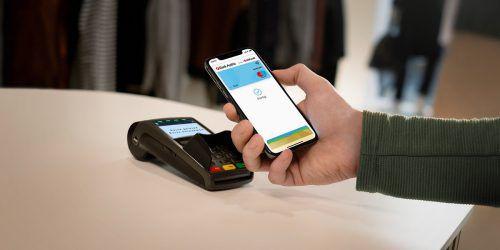 """Mit der Bezahlfunktion """"Apple Pay"""" kann in Geschäften mit dem iPhone oder der Apple Watch bezahlt werden. Bank Austria"""