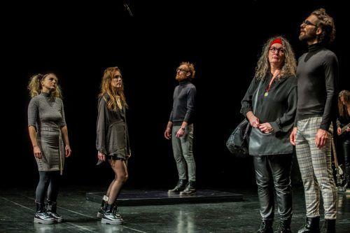 """Mit """"Heile mich"""" thematisiert das aktionstheater auch das, was die Gesellschaft vergiftet.vN/Paulitsch"""