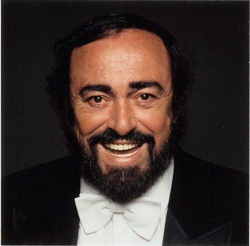 """Mit """"Pavarotti and Friends""""-Konzerten war er für wohltätige Zwecke aktiv."""