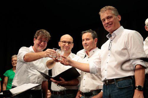 Nach dem Singen der irischen Lieder wurde auf der Bühne gebührend mit Whiskey angestoßen. Mim