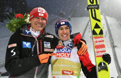 ÖSV-Skisprung-Trainer Andreas Felder (links) bescheinigt seinem Schützling Stefan Kraft (rechts) eine gute Vorbereitung auf die Tournee.APA