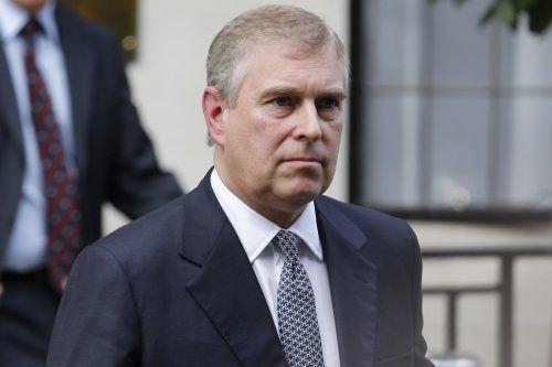 Prinz Andrew hat bis auf Weiteres seine öffentlichen Ämter niedergelegt. RTS, AFP