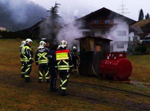 Rauch im Bereich der Talstation des Paludaliftes in Dalaas: Am Samstag stand dieBetriebsstation des Babyliftes in Flammen. FW Dalaas