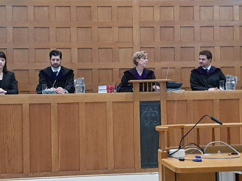 Richterin Angelika Prechtl-Marte wollte wissen, was denn so witzig sei. eckert
