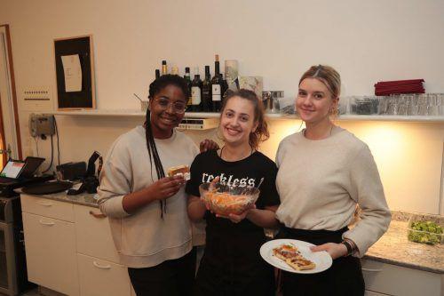 Rockten den Service: Erica Gakpe, Stephanie Schöch und Isabella Perisutti.
