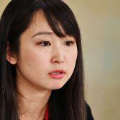 Japanische Frauen machen gegen Brillenverbot mobil