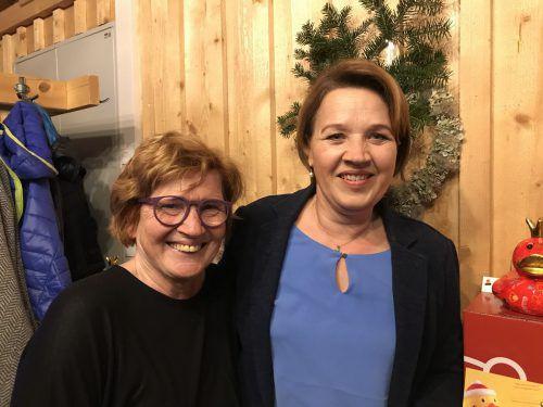 Stadträtin Marie-Louise Hinterauer und Bürgermeisterin Andrea Kaufmann.