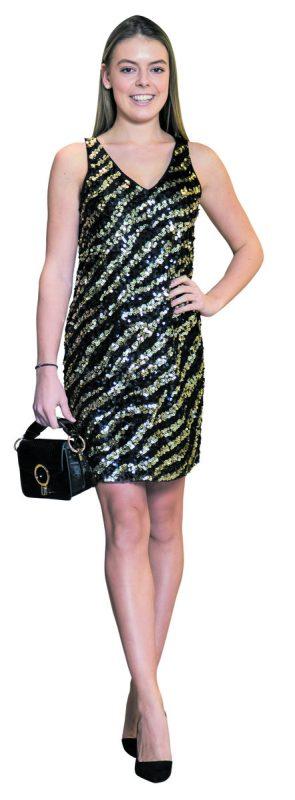 Stilvoll ins Neue Jahr             Lara (19) aus Mittelberg trägt ein glamouröses Outfit von Mango in Dornbirn. Kleid mit trendigen Pailletten (39,99 Euro), Schuhe (39,99 Euro) und Tasche (19,99 Euro.)               VN/Steurer