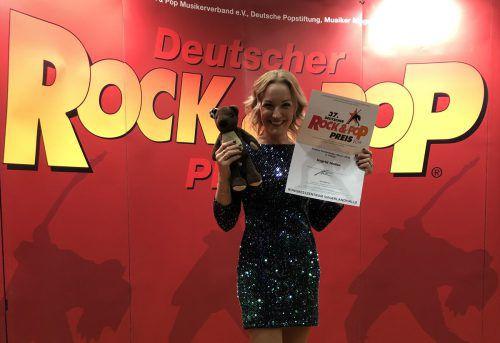 Teddy Eddy hat sich erneut in die Herzen seiner deutschen Fans gesungen. Ingrid Hofer holte den dritten Platz beim Deutschen Rjock & Pop Preis 2019.Hofer