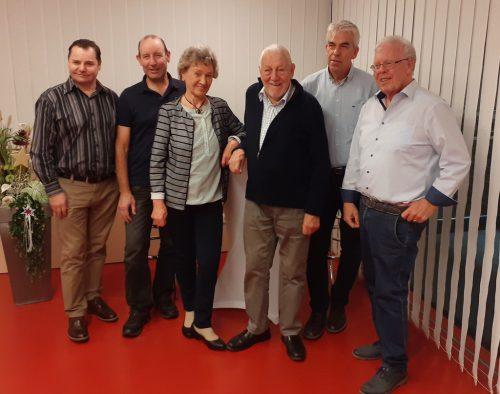 TS-Vorstand Heinz Loacker (r.) mit den Jubilaren.the