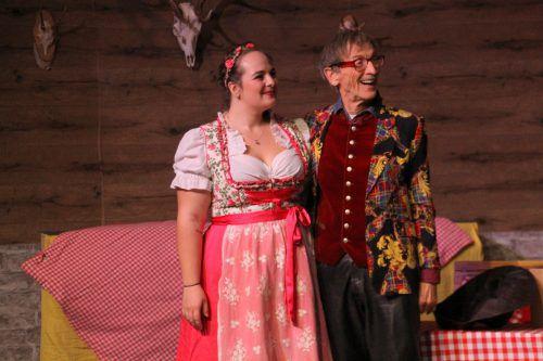 Ute (Helena Ullmann) und Konrad, der Besitzer der Hütte (Werner Ritschel).