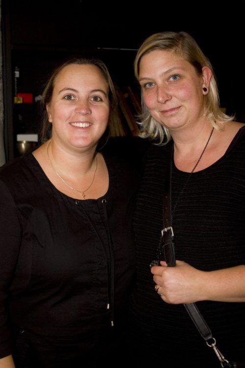 Veronika Gort (l.) und Sonja Hartmann als aufmerksame Zuhörerinnen.