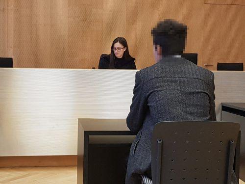 Vor Gericht bereute der Angeklagte, dass er seinen Eltern und seiner Freundin solche Probleme bereitete. EC