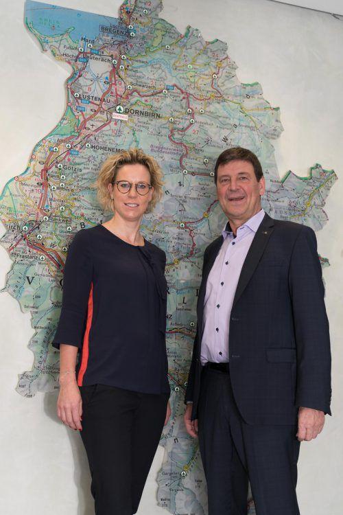 Vorarlberg im Fokus: Gerhard Ritter übergibt die Geschäftsführung des Marktführers im Einzelhandel an Carina Pollhammer. VN/Stiplovsek