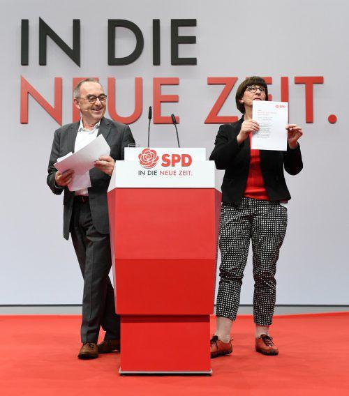 Walter-Borjans und Esken sollen das Gespräch mit CDU/CSU suchen. reuters