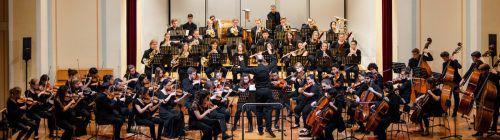 Werke für Schlagzeug und die 4. Sinfonie von Tschaikowsky bildeten das Programm der Weihnachtsmatinee des Landeskonservatoriums unter der Leitung von Benjamin Lack. konservatorium/Martin