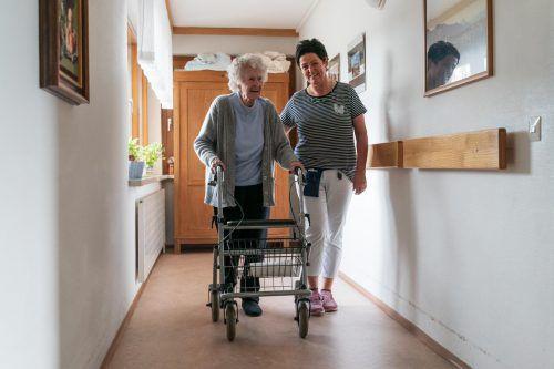 """""""Wichtig ist, dass die Arbeitsbedingungen passen"""", sagt Wiltrud Oberhofer, diplomierte Gesundheits- und Krankenpflegerin im Seniorenheim Wolfurt.  VN"""