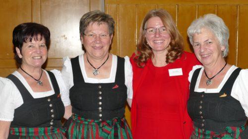 Yvonne Böhler (Mitte) mit dem Gampelüner Dreigesang.