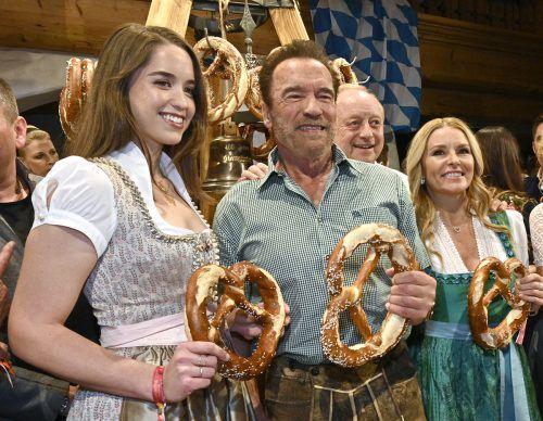 Arnold Schwarzenegger kam mit seiner Tochter Christina.