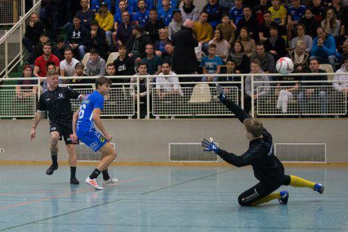 Auch die Matches der Halbfinalgruppe 3 beim Hallenmasters in Wolfurt bescherten den zahlreichen Fans wieder jede Menge Tore und spektakuläre Szenen.Steurer