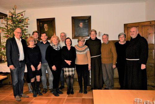 Bei einer Feier wurde den Ehrenamtlichen (einige fehlen wegen Krankheit oder Urlaub) ein herzlicher Dank ausgesprochen.eh