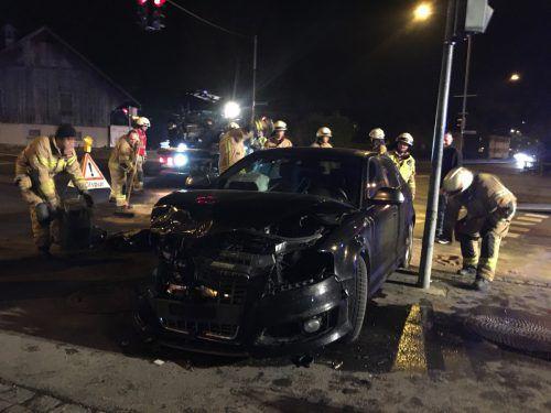 Beide Autos waren nach dem Unfall nicht mehr fahrbereit. Sie mussten abgeschleppt werden. Vol.at/Mayer