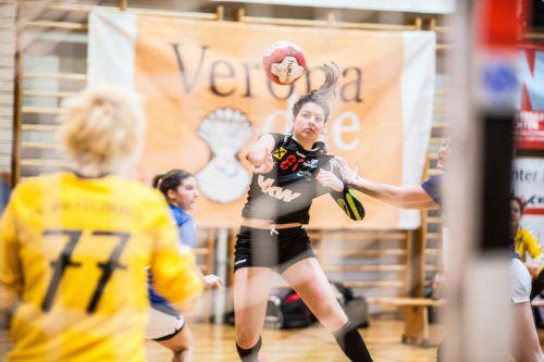Beim 25:20-Heimsieg des SSV Dornbirn-Schoren im ersten Saisonduell erzielte Adriana Marksteiner neun Tore für die Siegerinnen.VN/Sams